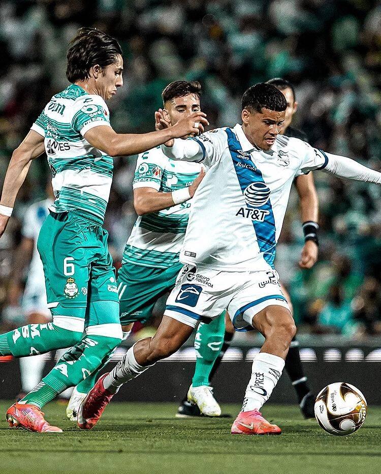 Manuel Martínez ' snap